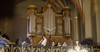"""""""Missa pro pace"""" – koncert dialogowy na chór, organy i saksofon."""